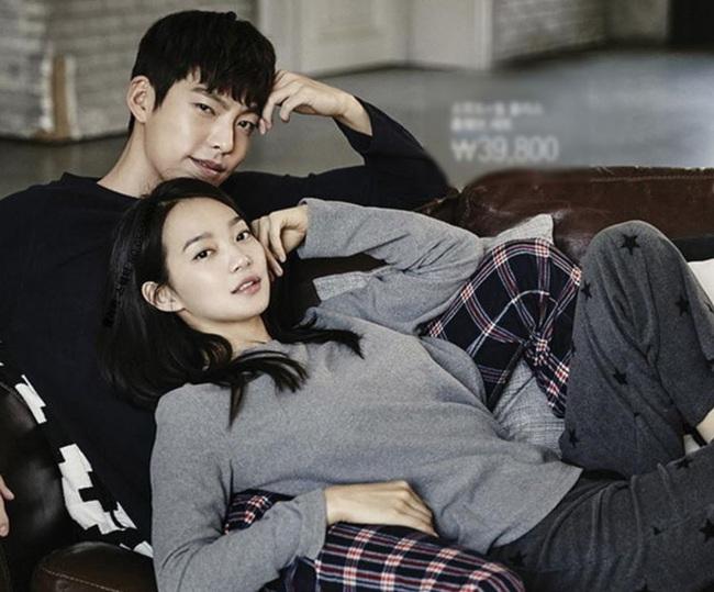 """Sau tin đồn kết hôn, tài tử """"Người thừa kế"""" Kim Woo Bin chính thức làm điều này để chứng minh tình yêu bền chặt 5 năm với bạn gái - Ảnh 3."""
