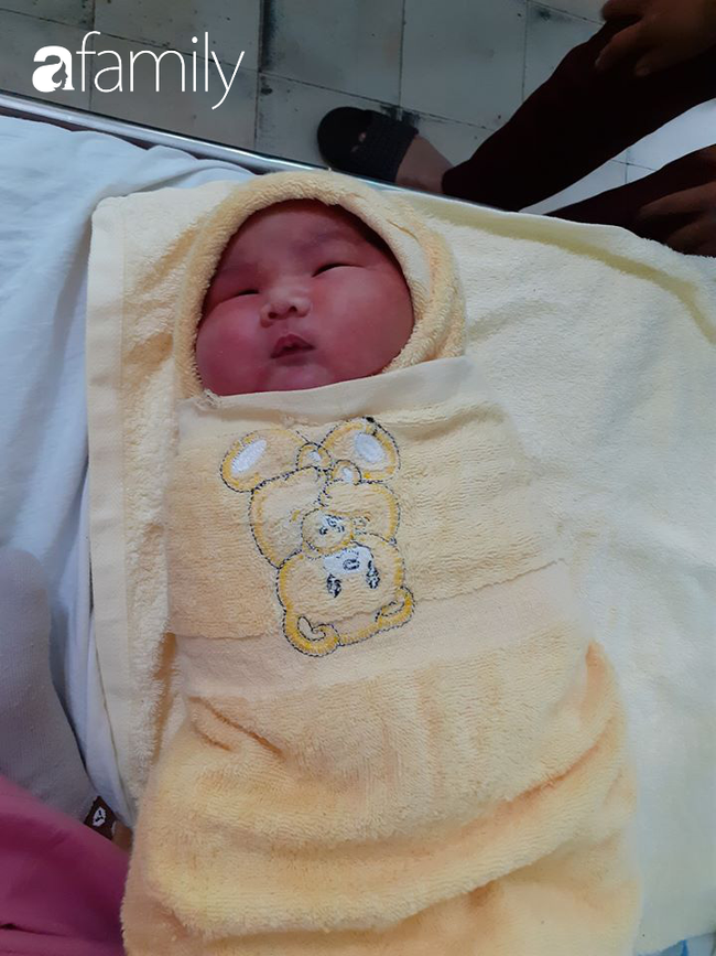 Nhìn ảnh em bé sơ sinh bụ bẫm nặng gần 5kg ai cũng yêu nhưng riêng người mẹ này mới hiểu rủi ro mình phải đối mặt - Ảnh 1.
