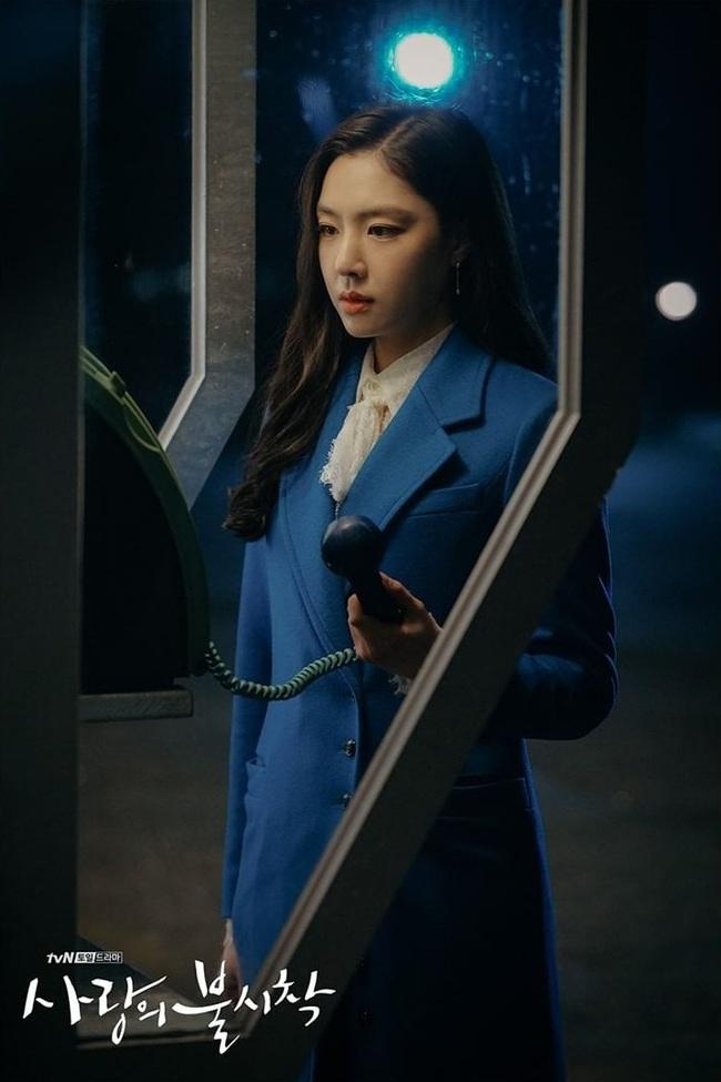 Ít ai để ý, chính những thiết kế cổ áo này đã giúp điểm sang chảnh của Seo Ji Hye (Hạ Cánh Nơi Anh) tăng theo cấp số nhân - Ảnh 8.
