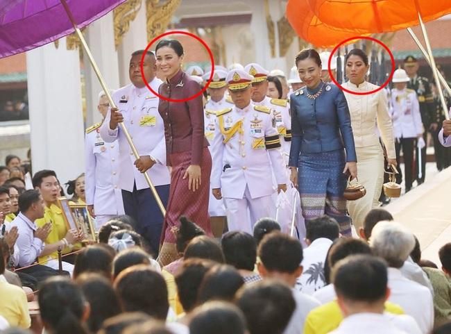 Hoàng hậu Thái Lan tái xuất sau một thời gian vắng bóng, vẻ ngoài rạng rỡ, làm lu mờ cả hai con riêng của chồng - Ảnh 2.