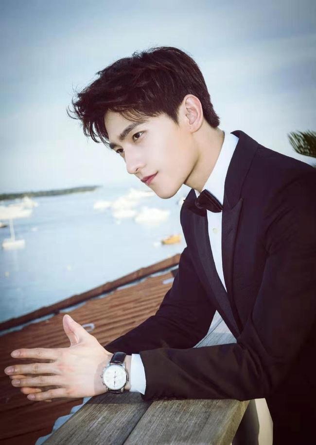 """""""Chồng mới cưới"""" của Lưu Diệc Phi - Dương Dương: Thuộc top mỹ nam đẹp trai nhất thế giới, danh sách bạn gái tin đồn nổi tiếng vừa xinh vừa giàu - Ảnh 3."""