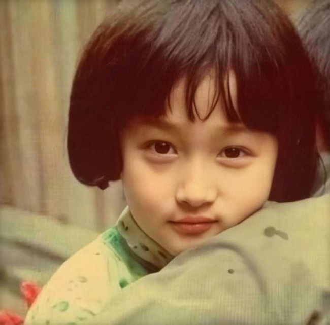 Hình thời bé của các sao Hoa ngữ: Dương Mịch để tóc tomboy, Quan Hiểu Đồng không khác gì bây giờ - Ảnh 5.