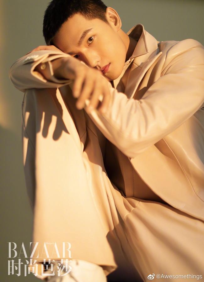 """""""Chồng mới cưới"""" của Lưu Diệc Phi - Dương Dương: Thuộc top mỹ nam đẹp trai nhất thế giới, danh sách bạn gái tin đồn nổi tiếng vừa xinh vừa giàu - Ảnh 2."""
