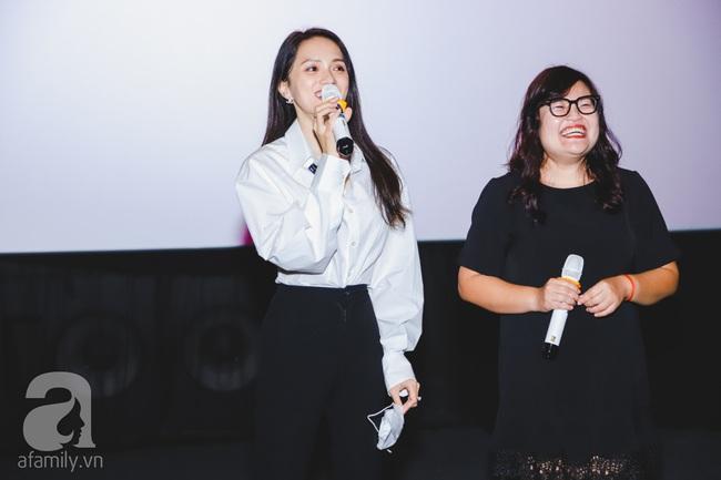 """Hương Giang ăn mặc đơn giản xuất hiện tình cảm bên """"mỹ nam"""" Tuấn Trần - Ảnh 5."""