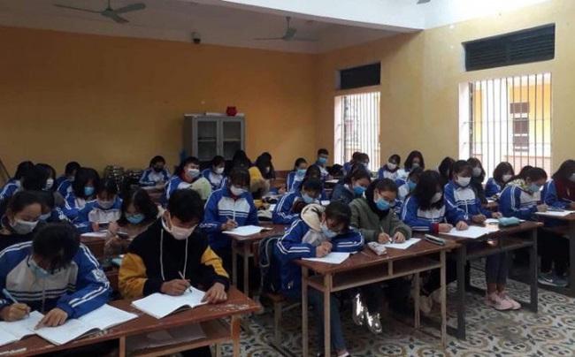 38 học sinh tại Vĩnh Phúc có dấu hiệu ho, sốt, khó thở, Sở GD phối hợp với Sở Y tế theo dõi sát tình hình sức khỏe - Ảnh 1.