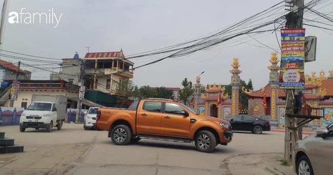 Trong những ngày này các phương tiện qua lại trong thôn Xuân Lai nhiều hơn