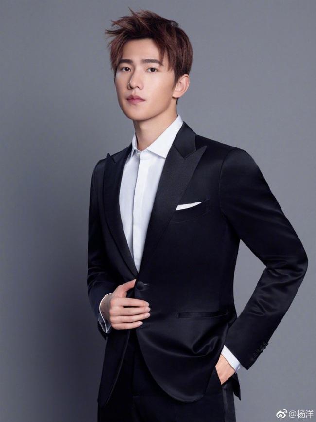 """""""Chồng mới cưới"""" của Lưu Diệc Phi - Dương Dương: Thuộc top mỹ nam đẹp trai nhất thế giới, danh sách bạn gái tin đồn nổi tiếng vừa xinh vừa giàu - Ảnh 11."""
