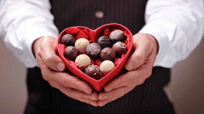 10 điều NÊN và KHÔNG NÊN trong ngày Valentine chốn công sở để chị em tránh bị hội FA ném đá tẩy chay! - Ảnh 1.
