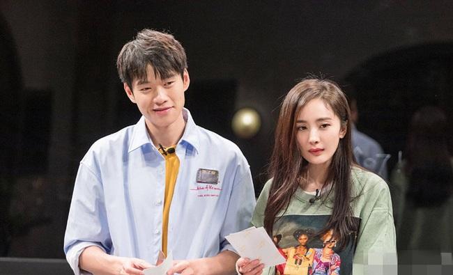 Dương Mịch - Ngụy Đại Huân lộ bằng chứng đã kết hôn, phản ứng của đằng gái càng khiến netizen tò mò? - Ảnh 3.