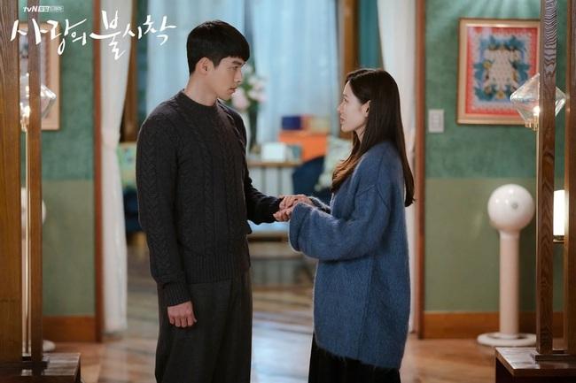 """Sự thật về cặp nhẫn đôi của Hyun Bin và Son Ye Jin sẽ khiến dân tình """"xoắn xuýt"""": Anh tính hỏi cưới chị luôn hay gì? - Ảnh 4."""