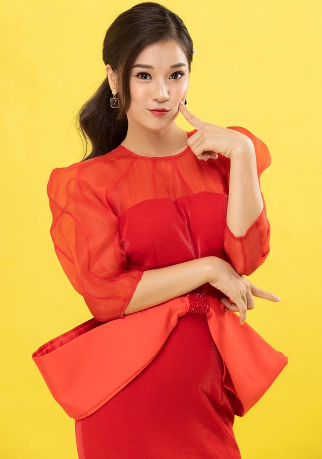 """Hoàng Yến Chibi đẹp lộng lẫy đón Valentine cùng Quách Ngọc Tuyên, khác xa hình ảnh """"cô xe ôm"""" trong phim - Ảnh 5."""