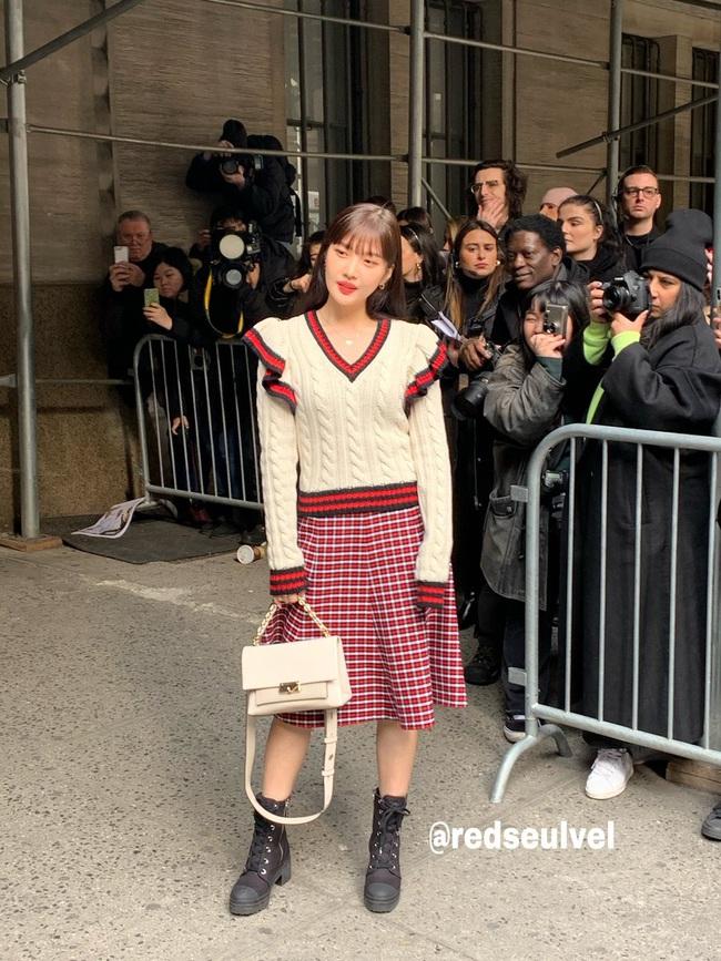 """Joy (Red Velvet) lên đồ xinh tươi như một viên kẹo ngọt, đẹp thách thức mọi góc chụp """"dìm hàng"""" tại NYFW - Ảnh 5."""