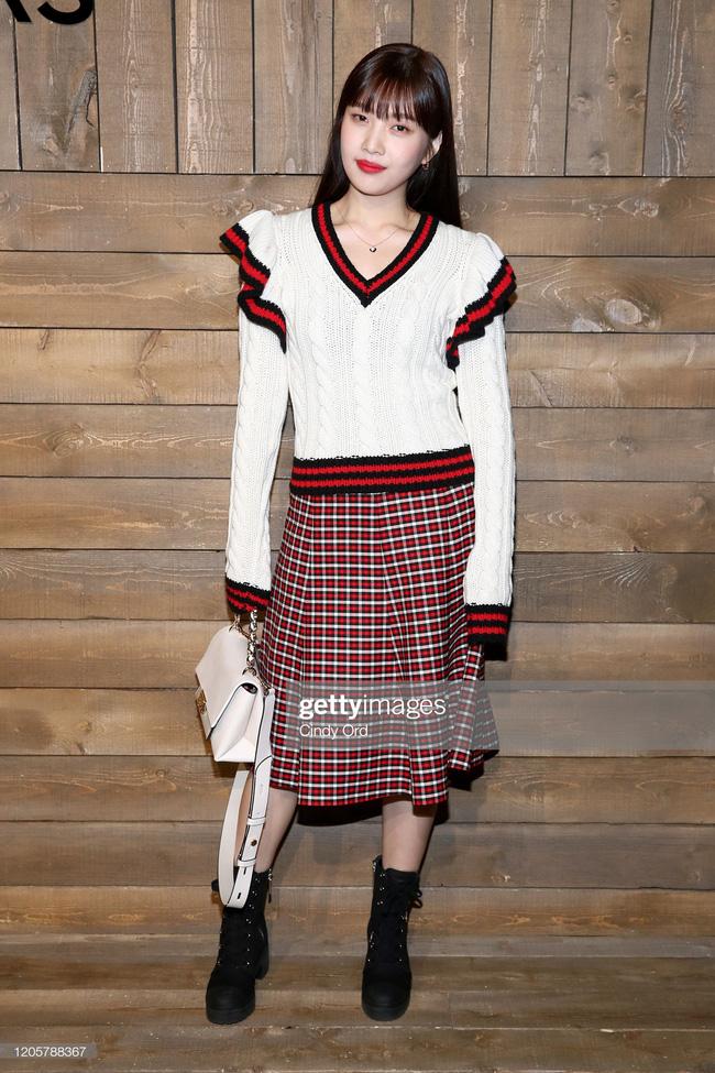 """Joy (Red Velvet) lên đồ xinh tươi như một viên kẹo ngọt, đẹp thách thức mọi góc chụp """"dìm hàng"""" tại NYFW - Ảnh 1."""