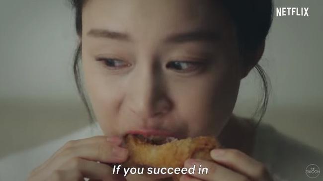 """Kim Tae Hee làm ma nữ tấu hài trong phim thế sóng """"Crash Landing On You"""": Để lộ bọng mắt to, da chảy xệ  - Ảnh 4."""