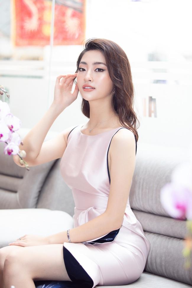 """Sau khi """"xuống tóc"""", Hoa hậu Lương Thùy Linh trông càng giống Đỗ Mỹ Linh - Ảnh 6."""