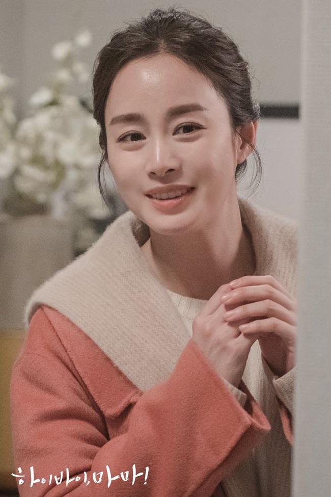 """Kim Tae Hee làm ma nữ tấu hài trong phim thế sóng """"Crash Landing On You"""": Để lộ bọng mắt to, da chảy xệ  - Ảnh 7."""