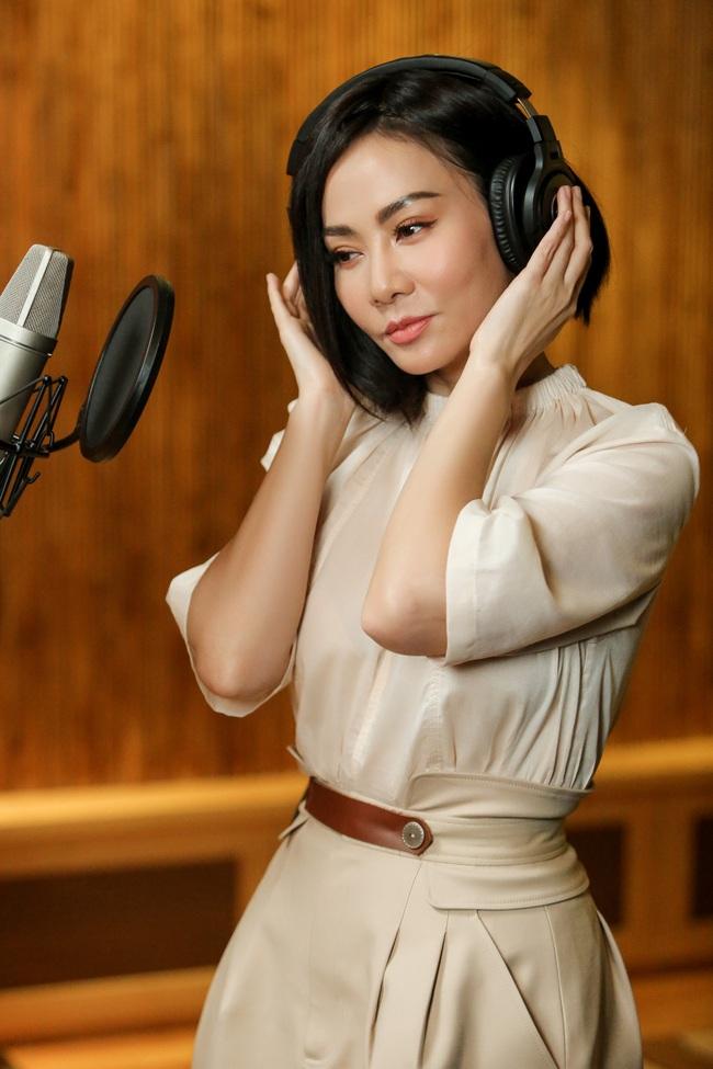 Giọng hát của Thu Minh gây choáng đến mức vừa cất lên đã làm đổ ly nước - Ảnh 4.