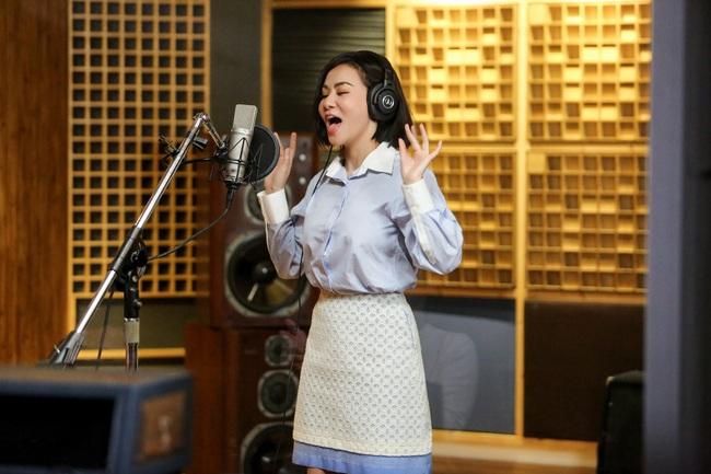 Giọng hát của Thu Minh gây choáng đến mức vừa cất lên đã làm đổ ly nước - Ảnh 2.