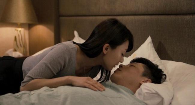"""""""Lột xác chuyện ấy"""": Khi đàn bà biết """"hư"""" thì đàn ông biết """"say"""", dù ở nhà hay ra khách sạn vẫn mê vợ như điếu đổ - Ảnh 1."""