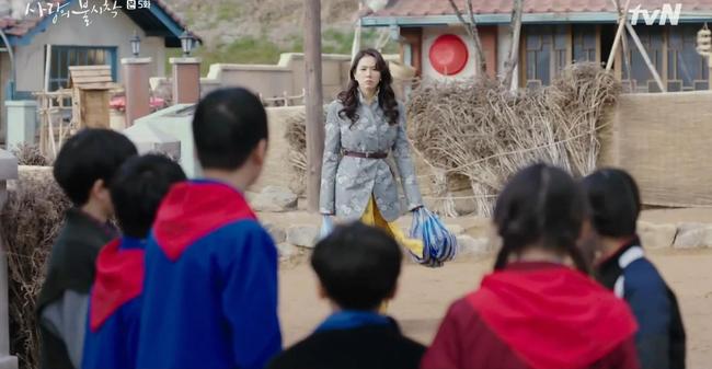 Phim gần hết mà set đồ hơn 100 triệu Son Ye Jin mặc khi rửa bát vẫn khiến dân tình trầm trồ không ngớt - Ảnh 5.