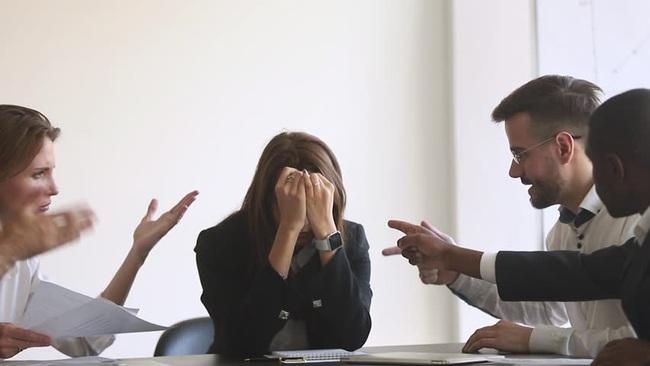 """Tố đồng nghiệp quấy rối, cô gái """"được"""" công ty giải quyết bằng cách... giáng cấp, hạ lương kèm email có nội dung gây sốc - Ảnh 4."""