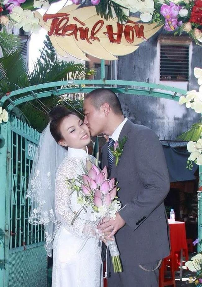 """Quỳnh Trần JP nhận danh hiệu """"đệ nhất mát tay"""" với hình ảnh chăm chồng nhìn thấy mà """"thương"""" - Ảnh 1."""