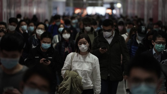 Virus corona mới Covid-19 lây nhiễm siêu nhanh nhưng tỷ lệ tử vong ít hơn SARS và Ebola? - Ảnh 3.