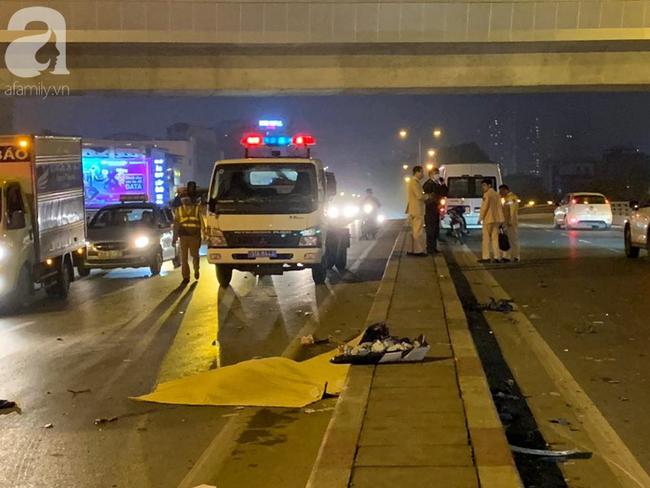 Hà Nội: Người đàn ông đi xe máy bị văng xuống đường tử vong sau khi va chạm với ô tô - Ảnh 3.