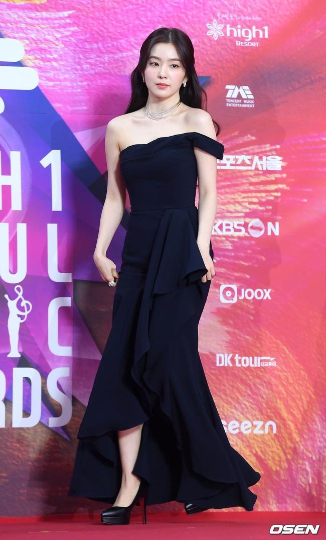 Không cần váy áo sặc sỡ đính sương sa, mỹ nhân Hoa - Hàn chỉ diện đầm đen huyền bí là đã đẹp không thốt nên lời - Ảnh 1.