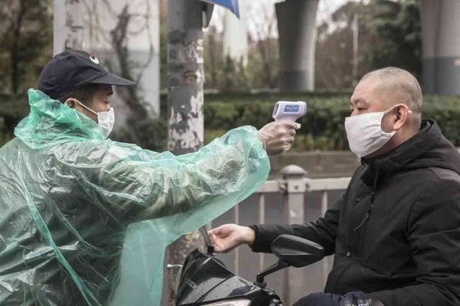 Cập nhật: Số ca tử vong do Covid-19 ổn định, số ca mắc mới giảm, Trung Quốc khử trùng, cách ly tiền giấy để ngăn chặn dịch - Ảnh 3.