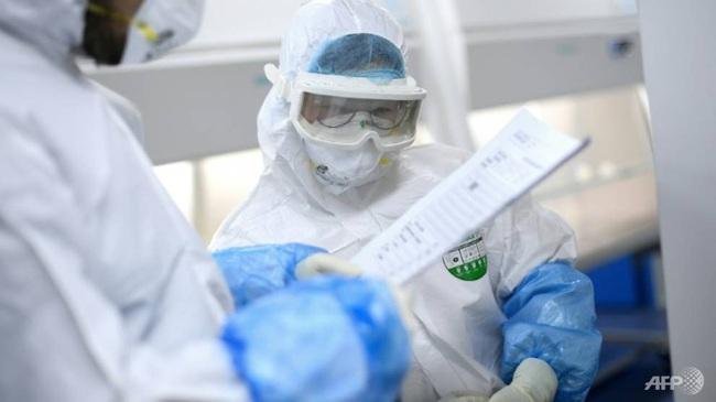 Cập nhật: Số ca tử vong do Covid-19 ổn định, số ca mắc mới giảm, Trung Quốc khử trùng, cách ly tiền giấy để ngăn chặn dịch - Ảnh 2.
