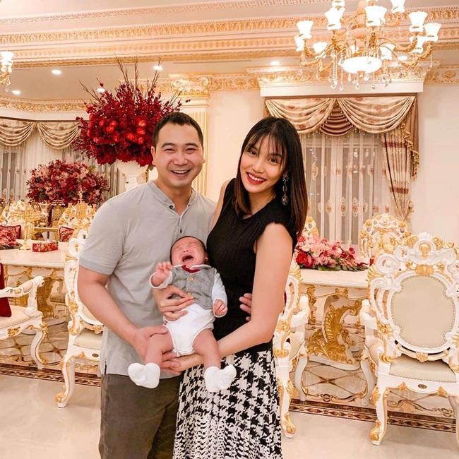"""Mới gần 3 tháng tuổi, con trai siêu mẫu Lan Khuê đã được """"thừa kế"""" món tài sản bất ngờ từ mẹ - Ảnh 4."""