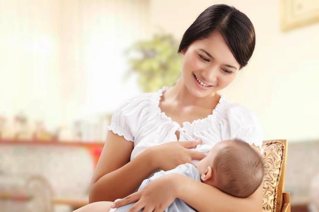 Bé trai 7 tháng tuổi luôn nắm chặt tay, bà nội khó hiểu bèn mang cháu đi khám thì nhận về kết quả khiến cả nhà ngã quỵ - Ảnh 2.