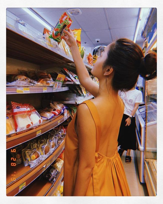 Cách chứng minh dáng nuột của Phạm Quỳnh Anh: Diện đồ khoét sâu, khoe rãnh lưng hằn rõ tuyệt đẹp - Ảnh 3.