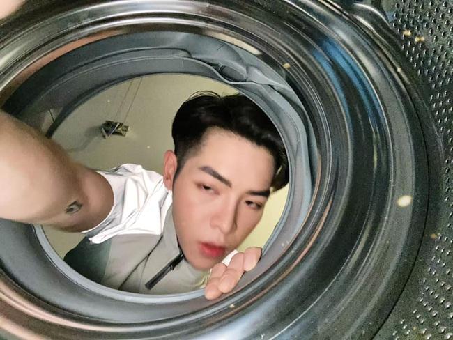 """Chuyện """"đu trend"""" chui vào máy giặt chụp ảnh của Đức Phúc: Ảnh đăng lên thì ngầu đấy, nhưng quá trình thì khá... quằn quại - Ảnh 7."""
