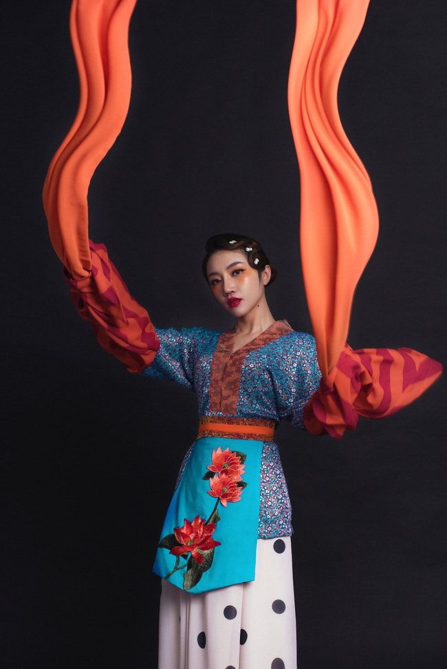 """Giữa tâm bão """"đạo nhái"""" Denis Đặng tiếp tục gây tò mò với vai trò giám đốc sáng tạo MV cổ trang mới của Orange - Ảnh 6."""
