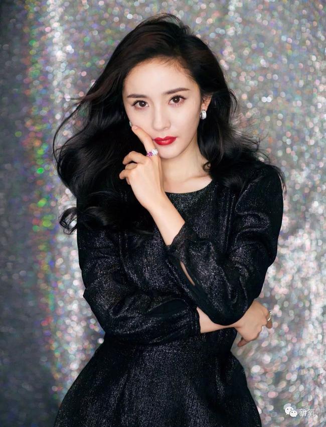 Địch Lệ Nhiệt Ba khốn đốn vì giải Thị Hậu, fan Triệu Lệ Dĩnh - Dương Mịch lại rầm rộ giành chức Nữ thần Kim Ưng  - Ảnh 5.