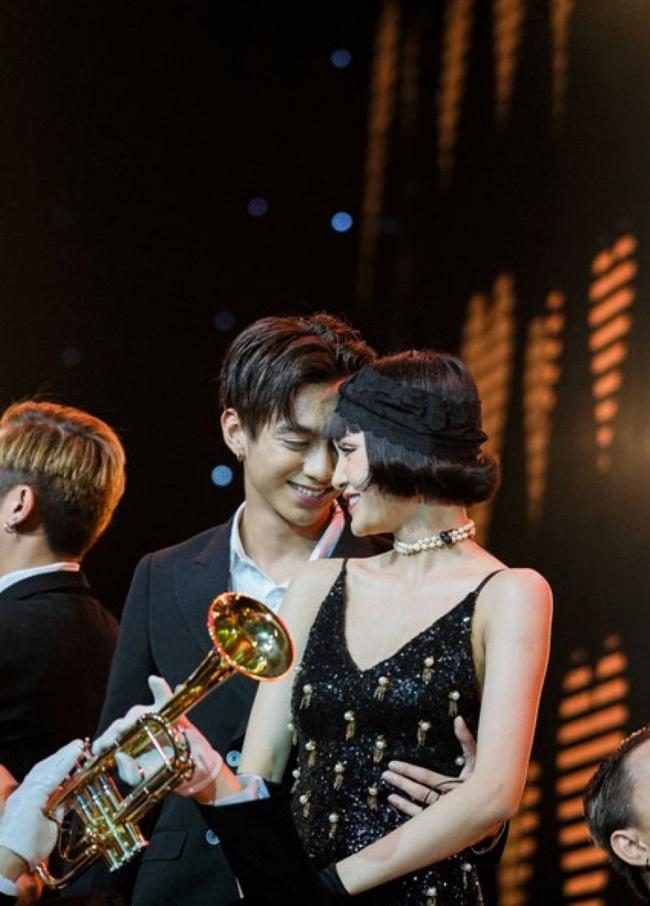 Hiền Hồ: Từ cô gái bị Tóc Tiên bỏ rơi ở The Voice đến mỹ nữ tạo hit của showbiz, khiến Trường Giang - Trấn Thành mê mẩn - Ảnh 4.