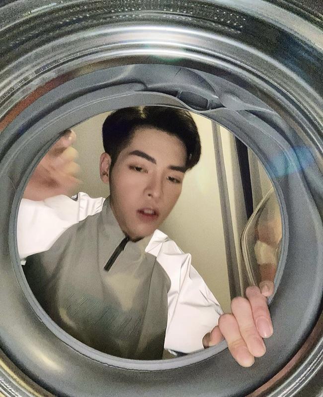 """Chuyện """"đu trend"""" chui vào máy giặt chụp ảnh của Đức Phúc: Ảnh đăng lên thì ngầu đấy, nhưng quá trình thì khá... quằn quại - Ảnh 4."""