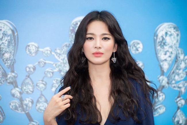 """Đặt lên bàn cân người yêu cũ và """"người tình tin đồn"""" của Hyun Bin: Đẹp, giỏi, giàu không cần bàn cãi nhưng đường tình duyên lại vướng nhiều ồn ào - Ảnh 10."""