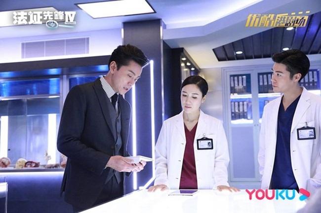 """""""Bằng chứng thép 4"""" chật vật lắm mới được lên sóng TVB, Huỳnh Hạo Nhiên tức giận văng tục với Á hậu Hồng Kông - Ảnh 3."""