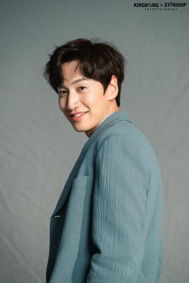 """NÓNG: """"Hươu cao cổ"""" Lee Kwang Soo bị tai nạn xe hơi, sẽ phẫu thuật vào chiều nay 18/2 - Ảnh 1."""
