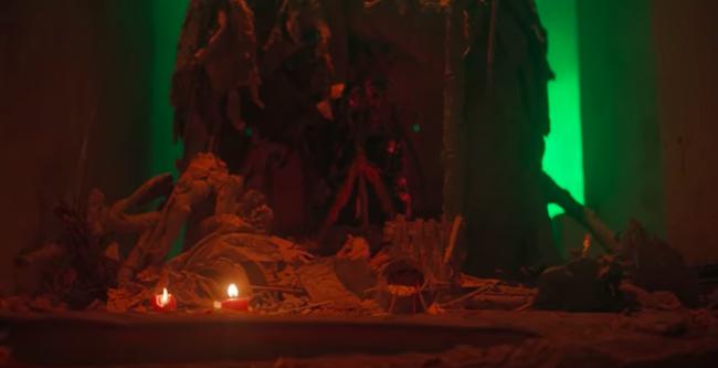 """Mặc kệ ồn ào đạo nhái, Denis Đặng lên tiếng đáp trả khi MV """"Chân Ái"""" bị chỉ trích vì cảnh đập phá bàn thờ  - Ảnh 7."""