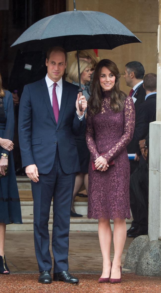 Đến chuyện diện đồ xuyệt tông với chồng mà Kate Middleton cũng tinh tế hết mực, quả không hổ danh là Công nương quốc dân - Ảnh 3.
