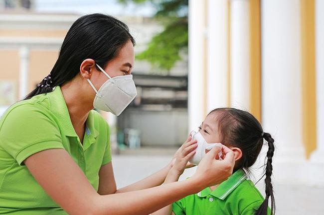 Tin vui cho các cha mẹ tỉ lệ trẻ em bị nhiễm bệnh corona virus thấp hơn nhiều so với người lớn. - Ảnh 1.