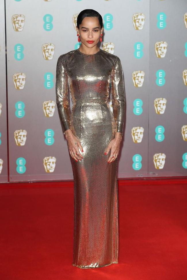 """Thảm đỏ BAFTA lần thứ 73: Vợ chồng Công nương Kate Middleton bị con gái Johnny Depp chiếm toàn bộ """"spotlight"""" vì màn hở bạo - Ảnh 4."""