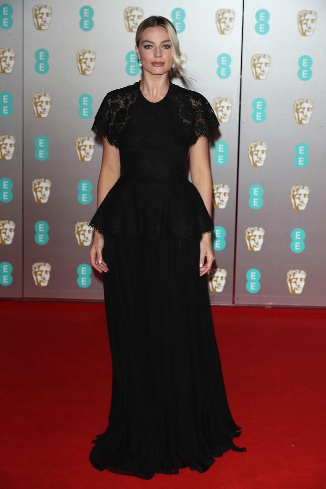 """Thảm đỏ BAFTA lần thứ 73: Vợ chồng Công nương Kate Middleton bị con gái Johnny Depp chiếm toàn bộ """"spotlight"""" vì màn hở bạo - Ảnh 9."""