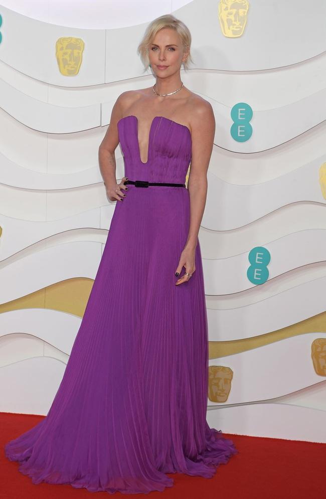"""Thảm đỏ BAFTA lần thứ 73: Vợ chồng Công nương Kate Middleton bị con gái Johnny Depp chiếm toàn bộ """"spotlight"""" vì màn hở bạo - Ảnh 17."""