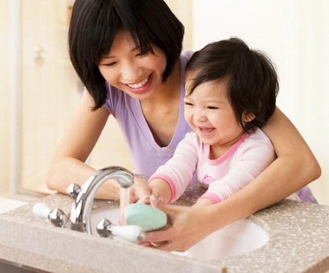 Tin vui cho các cha mẹ tỉ lệ trẻ em bị nhiễm bệnh corona virus thấp hơn nhiều so với người lớn. - Ảnh 2.