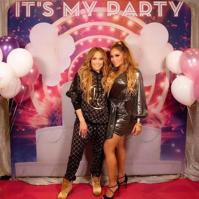 Thực hư bức ảnh Hoàng Thùy Linh chụp tự sướng cùng Jennifer Lopez đang gây bão mạng xã hội - Ảnh 3.